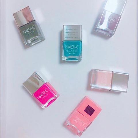 . thank you♡photo...@ririkikiki ・ 発色も塗りやすさも抜群な#ネイルズインク 派手めな色にチャレンジしたいときは濃いピンク。 女の子らしい雰囲気にしたいときは春らしい桜ピンク。 雰囲気を変えたいときはブルー。 たくさん種類があるので迷いますね。その日の気分で指先からオシャレを楽しもう♡ @nailsinc ・ #fasme #fasmepic #cosmetic #japanese #japanesegirl #makeup #make #makemeup #cosme #cosmetics #mycosme #newcosme #메이크업#메이크#팔로우#ネイルズインク #ピンク #ブルー #青 #ネイル #セルフネイル #nailsinc #nail #ハンドケア #コスメ #美容 #オシャレ #マニキュア #可愛い