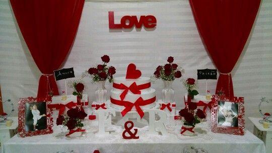 Decoração Love em branco e vermelho...