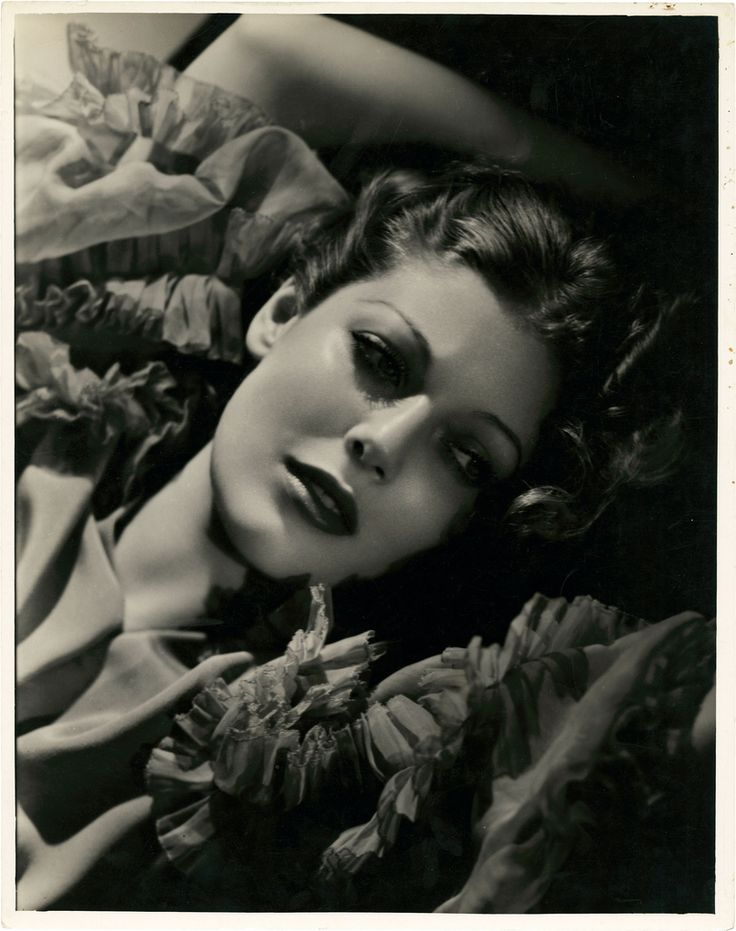 https://flic.kr/p/8bMxTL | 7000-1952 | Portrait of Loretta Young from Man's Castle by George Hurrell.