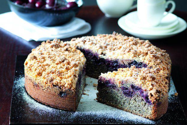 Makovotřešňový koláč se sušenkovou drobenkou