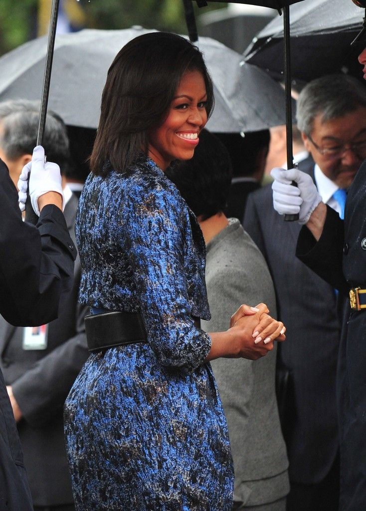 Michelle Obama Photos - (AFP OUT) U.S. first lady Michelle Obama attends an arrival ceremony for South Korean President Lee Myung-bak on the South Lawn of the White House October 13, 2011 in Washington, D.C. Later in the day Lee is scheduled to hold a joint press conference with Obama and also address a joint meeting of Congress. - President And Mrs. Obama Receive South Korean President For Official State Visit