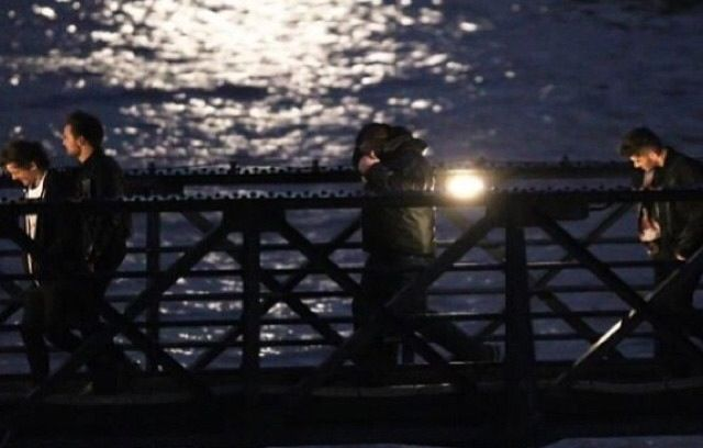 Midnight memories music video picture | One direction, Midnight memories, Tower bridge