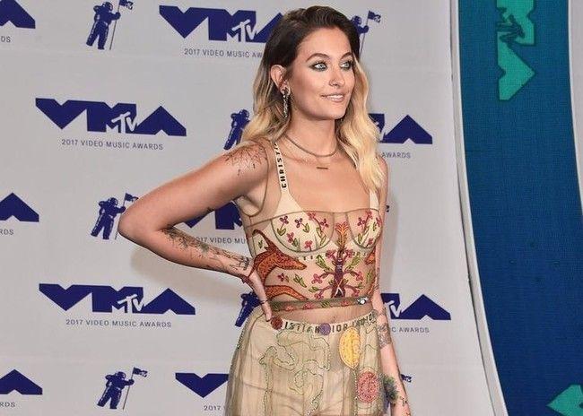 Paris Jackson se atreve con las transparencias y se presenta en culotte a los MTV VMA 2017