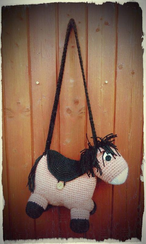 Horgolt lovas táska ovisoknak (alomkucko)
