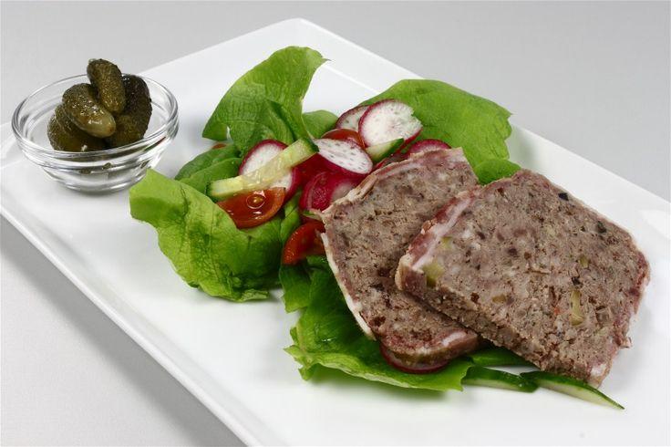 Kødet køres 1 gang gennem maskinen sammen med sorte oliven.,timan hvidløg og skalotteløg.Hældes i en skål og æltes godt gennem med hånden. Hviler koldt ca 1 time.<BR>  <BR> De grønne oliven skæeres