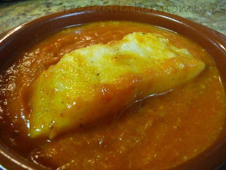 El bacalao con tomate se prepara con bacalao remojado para desalarlo, aunque también podemos utilizar bacalao fresco. En poco más de media hora tenemos listo un bacalao con tomate con thermomix para 4 personas.