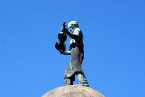 Geigenbauer-Denkmal (Violin Maker Monument) in Luby Czech Republic