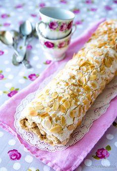 Ellen Svinhufvudin kakku on yksi rakastetuimpia klassikoitamme, joka viettelee marengin, mantelin ja kahvin yhdistelmällä. Omassa lapsuudessani tämä kakku oli harvinaisuus, jota oli tarjolla vain arvokkaissa ja isoissa juhlissa. Silloinkin kakku oli tilattu konditoriasta. Ellenin kakun kiehtova makumaailma puhutteli minua myös uutta kirjaa leipoessani - sieltä löytyy Ellen Svinhufvudin pikkuleivät. Kääretorttureseptiä varten päätin kokeilla kovien marenkipohjalevyjen […]