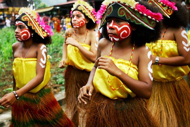 Sebagai wujud kecintaan akan wisata Indonesia, Adira Faces of Indonesia kembali menggelar lomba Karya Tulis dan Karya Foto dengan tema PESONA WISATA NEGERIKU. Pemenang akan ikut serta dalam Jelajah Bumi Papua menelusuri keindahan Danau Sentani dan Lembah Baliem