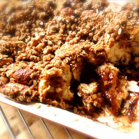 This decadent #recipe has fresh #apple, sticky #cinnamon and a crunchy oat streusel