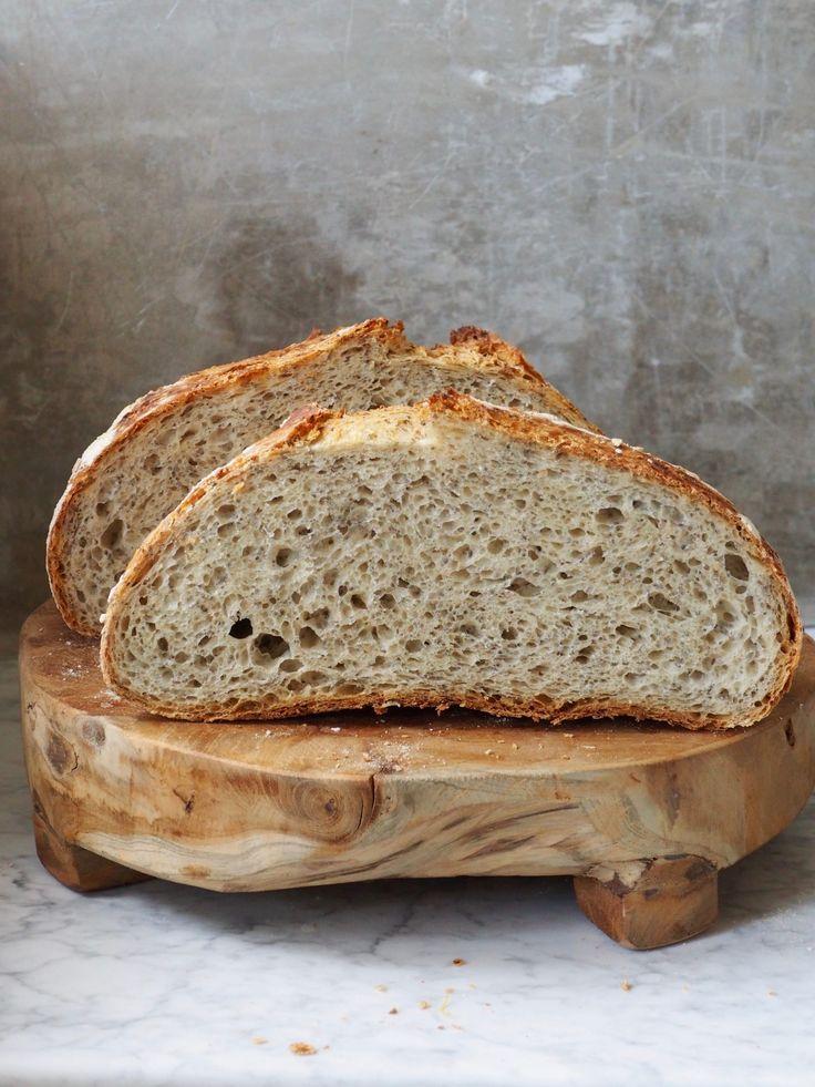 Alle kan lykkes med eltefritt brød!Et fantastisk brød med sprø skorpe og god struktur. Kan varieres i det uendelig -prøv eltefritt speltbrød med chiafrø!