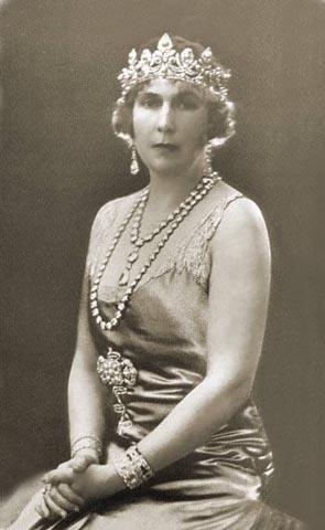 Queen Ena in Chaumet tiara. It's an imposing piece!