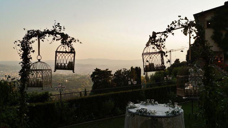 #FLORALIADECOR #GIRITALY #CagesWithCandles #WeddingCakeArea #ViewOfFlorence #Sunset
