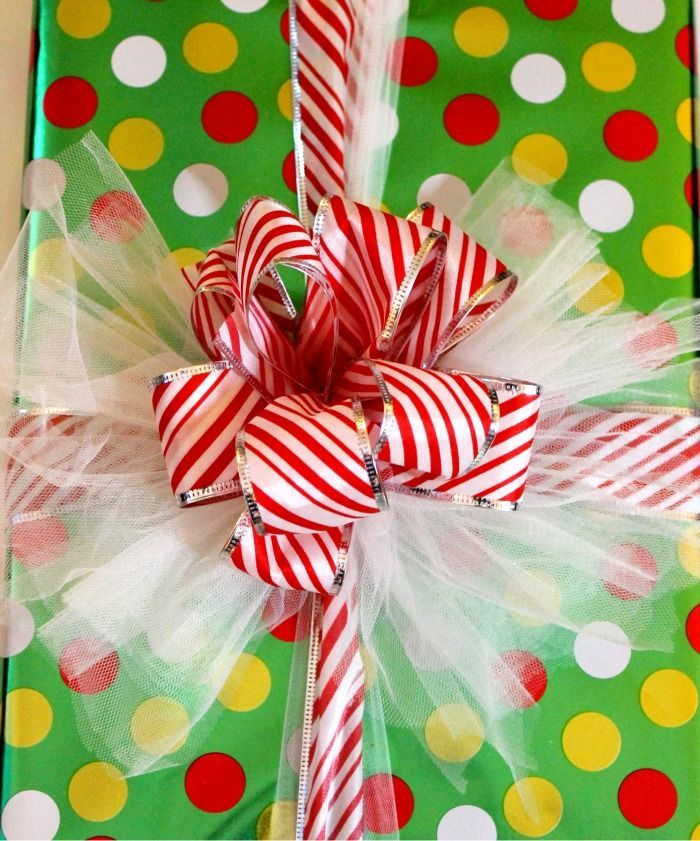 Photos of christmas present wrapping bows | Miss Lovie: Fancy Christmas Gift Wrap Bow Tutorials | Christmas/ A little Ribbon and A Little Tulle