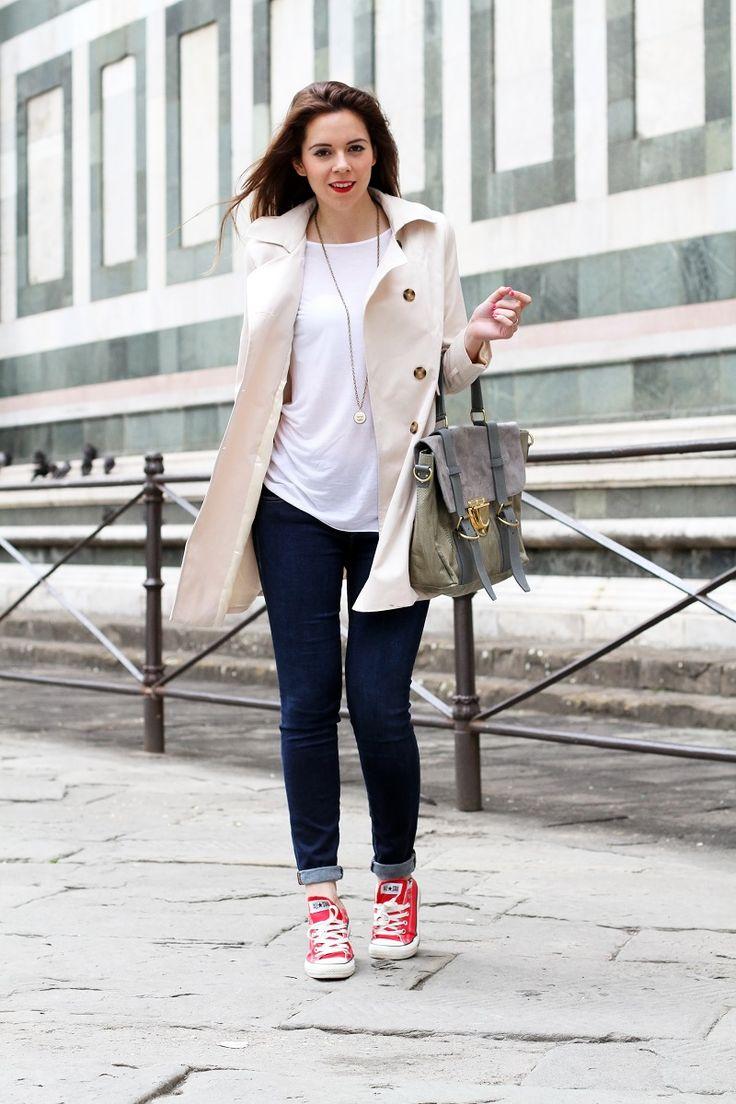 #fashion #fashionista @Irene Colzi converse rosse   trench   su-shi bag   borsa su-shi   borsa grande grigia   rossetto rosso   jeans fornarina   denim   jeans   fashion   fashion blogger   moda   firenze   outfit   look   idee look   look casual 2