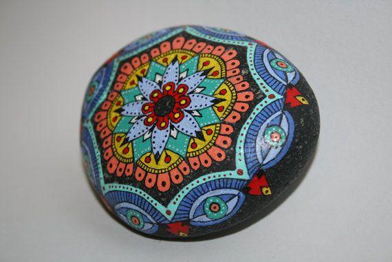 Hand Painted Stone Mandala Beach Stone Black por HiddenHorseRocks