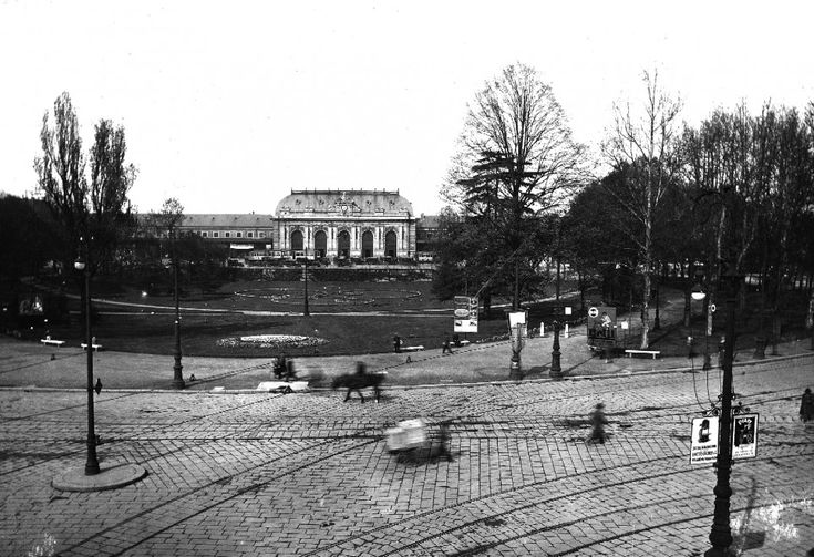 Tram carrousel and gardens in front the old Central Station