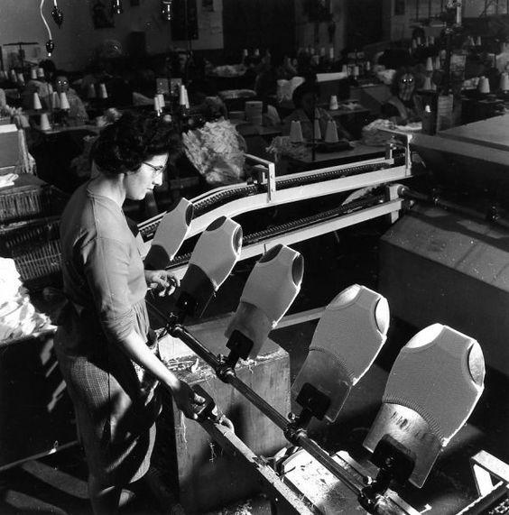 Atelier Robert Doisneau | Site officiel  //  Valton à Troyes   7 février 1962