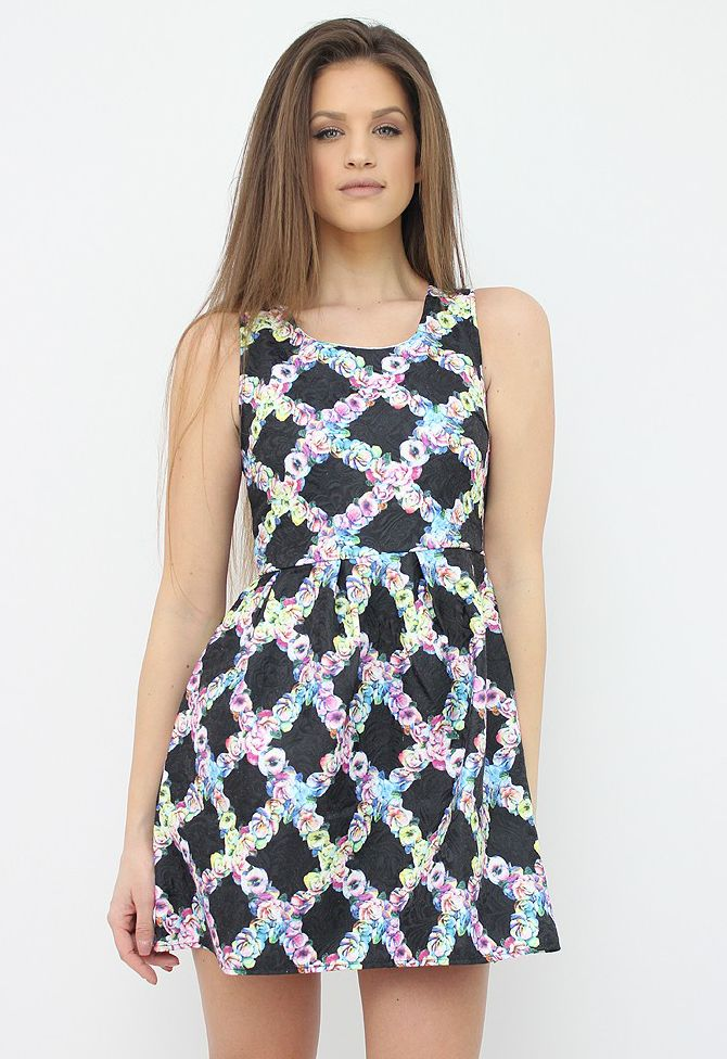 Romantic Black Floral Dress for a girly and chic spring/summer outfit. http://famevogue.ro/produse_noi_94/rochie_neagra_mini_cu_print_floral  #dress #style #fashion #floral #moda #rochii