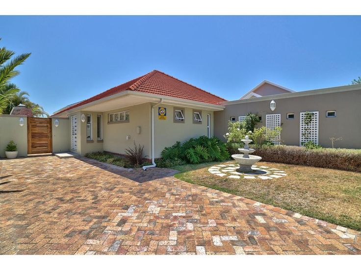 3 Bedroom House for sale in Claremont - P24-104877949