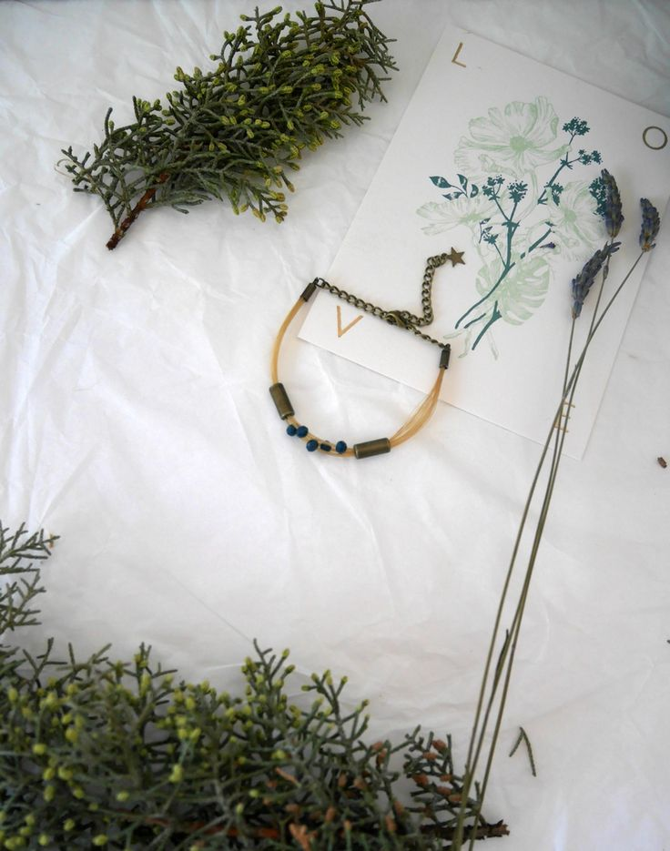Bracelet crin de cheval blond tube bronze via Un P'tit Crin de Folie. Click on the image to see more!