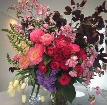 Happiness is. A Lovely Floral Arrangement (25 pieces)