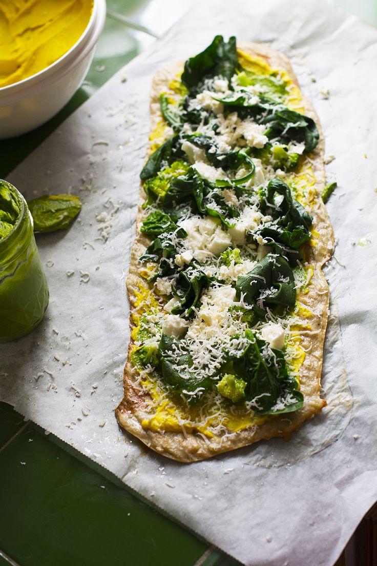 Todos las semanas escogemos un día para elaborar pizza casera, las hemos elaborado básicas, con masa madre, integrales, veganas elaborando la masa con coliflor o arroz... Todas son buenísimas, es una