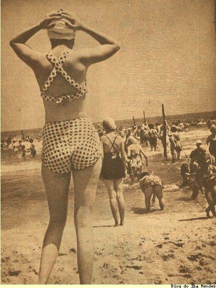 Copacana Beach, Rio de Janeiro (Brasil) 1940's                                                                                                                                                                                 Mais