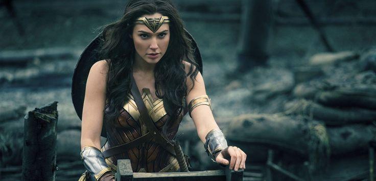 """La folie WonderWoman / Libre inspiration à l'origine de notre modèle """"Wonderlady"""" choisi par le cahier des tendances du Nouvel Obs à l'occasion de la sortie du film !    Image tirée du film """"Wonder Woman"""", en salles ce mercredi Clay Enos/AP/SIPA    *  *  *  *  *  #wonderlady #wonderwoman #cinema #cinephile #movie #superhero #heroine #woman #power #news #actu #inspiration"""