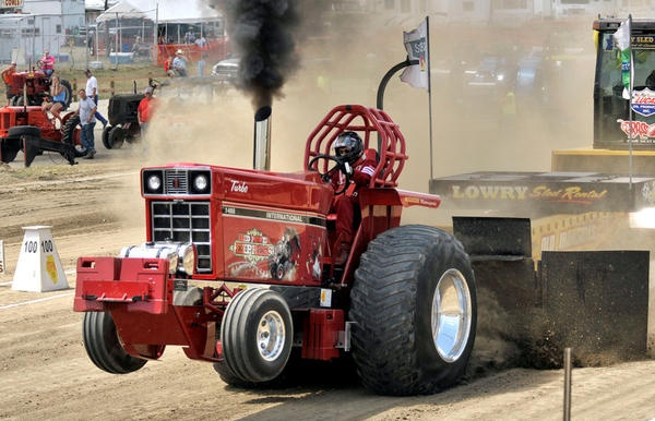 Awesomeness | IH | Truck, tractor pull, Tractor pulling ...