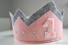 Geburtstagskrone+aus+Filz+selber+basteln  Erster Geburtstag, First Birthday, Crown, Filzkrone, Geburtstagsidee, Geburtstagsgeschenk, Birthday Inspiration, Geburtstagskind, Geburtstag basteln
