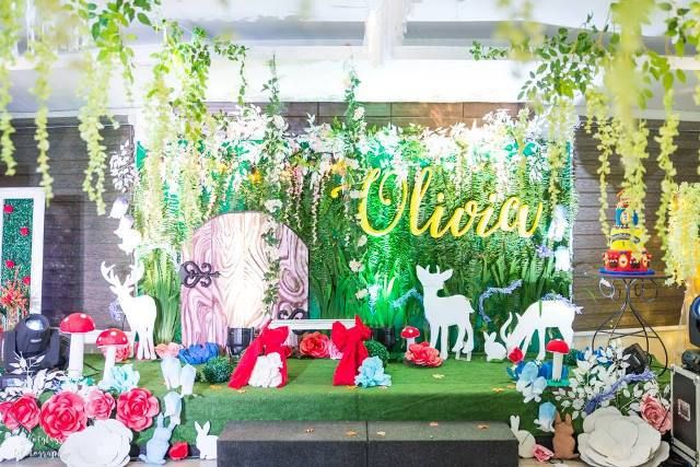Olivia S Snow White And The Enchanted Forest Theme Party Stage Enchanted Forest Theme Party Enchanted Forest Party Forest Birthday Party
