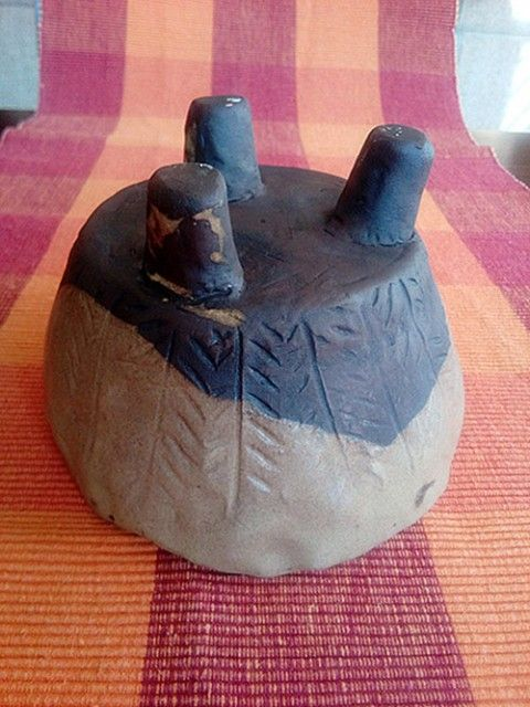 Trojnožka - miska na cokoli doplněk bytový černá hnědá dekorační miska nohy keramická tři kaktus