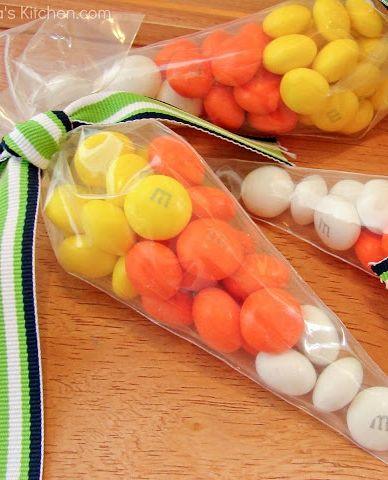 Candy Corn treat bags, cute and easy Halloween idea using holiday M&M's and decorators bags.