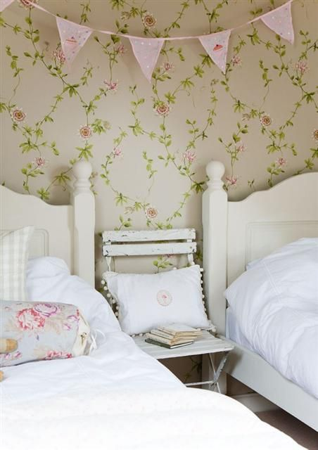 I adore this wallpaper....it reminds me of staying at my grandma's house; she was a wallpaper master.