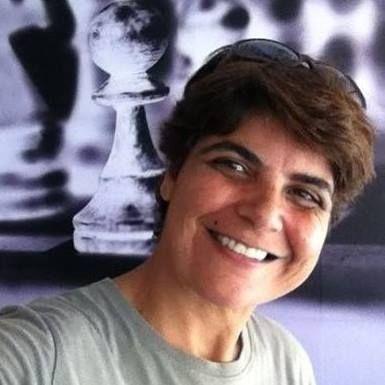Qualquer quantidade de amor, grande ou pequena, nos manterá luminosamente brilhante. #sejaluz #luminosidade #brilhe #fogo #maisamor #centelha #faísca #brasa #faguha #positividade  Com AMOR, Patricia Buono