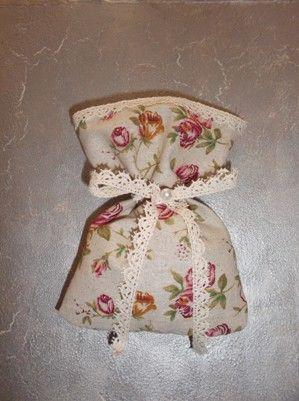 πουγκί γάμου βάφτισης ρομαντικό φλοράλ ύφασμα δέσιμο δαντέλα πέρλα  τούλι γέμισμα 7 κουφέτα ολόκληρο αμύγδαλο ή 5 κουφέτα με γεύσεις κατ'επλογή