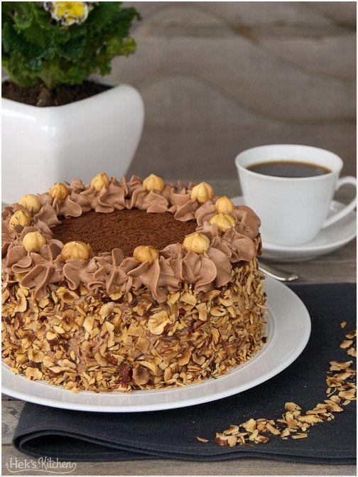 Der beste Vater von allen hatte Geburtstag und, wie es bei Vätern oft der Fall zu sein scheint, er steht auf Schokoladenkuchen. Dunklen, saftigen, schokoladigsten Schokoladenkuchen. Soll er haben, …