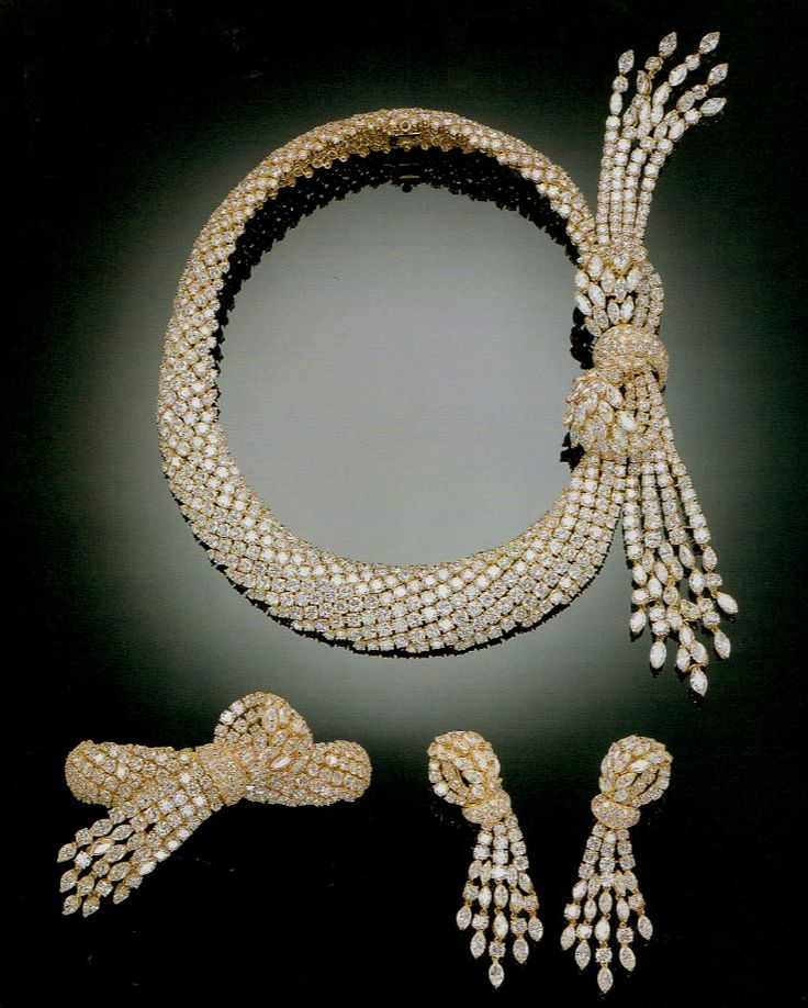 A SUITE OF IMPORTANT DIAMOND JEWELLERY, BY TABBAH