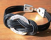 Articoli simili a nodo bracciale, braccialetto della corda, Bracciale in pelle nera, in pelle Bracciale in argento, gioielli da uomo, bracciali per lui, regali unici, regali per lui su Etsy