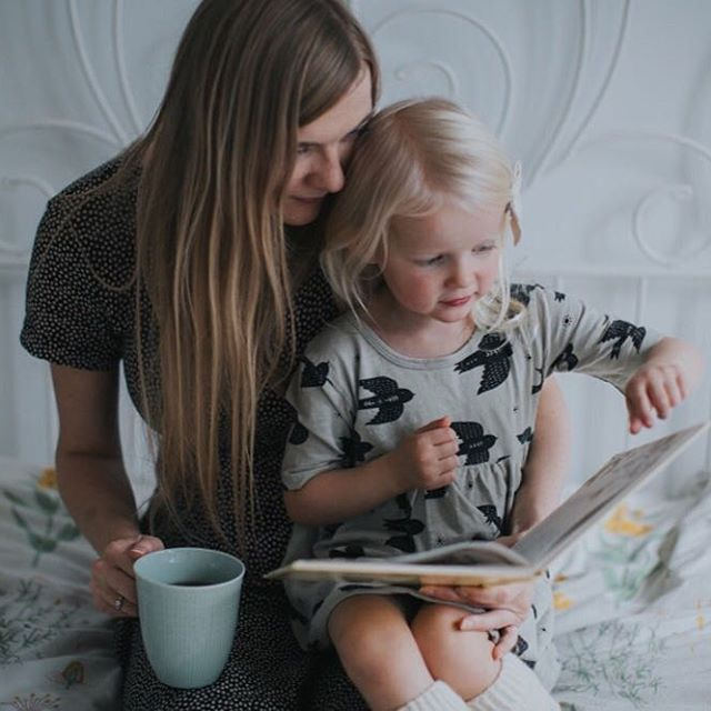 Today is super busy and I'm already late  So I'm longing back to a much slower morning, reading in bed with little e ✨ #thatvelvetfeeling