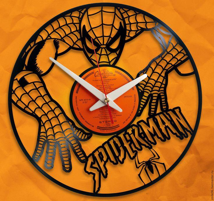 Купить или заказать Часы из пластинки 'Spiderman' в интернет-магазине на Ярмарке Мастеров. Часы делаются из старых виниловых пластинок. У каждого изделия своя история, своё настроение и чтобы его передать полностью мы сохраняем родную упаковку пластинки. Каждая пластинка индивидульна, у каждой свои пошарпоности и потертости. Изделие обязательно будет отличаться от того что на фотографии, потому что это не тиражное производство, а индивидуальное изменение личности каждой пластинки…