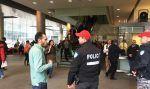 Ancaman bom targetkan mahasiswa Muslim Kanada  MONTREAL (Arrahmah.com)  Ancaman bom menargetkan mahasiswa Muslim yang berujung pada evakuasi hampir 4.000 mahasiswa dari kampus pusat Universitas Concordia di Montreal.  Dalam surat elektronik yang ditujukan ke pejabat kampus dan media lokal kelompok yang mengidentifikasikan dirinya sebagai Underground dari C4 atau Dewan Konservatif Warga Kanada di universitas langsung mengancam mahasiswa Muslim di sana bahwa mereka akan meledakkan satu bom…