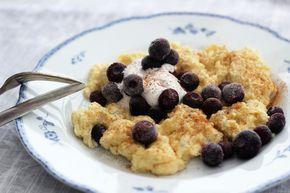 Ägg är en riktigt bra bas för en frukost. Bra fett och protein som mättar länge. Visste du förresten att ett ägg innehåller alla näringsämnen som vi människor behöver så när som på c-vitamin? Snacka om super food! Här kommer ett recept på scrambled pancakes och är som namnet låter en kombo av äggröra/scrambled eggs