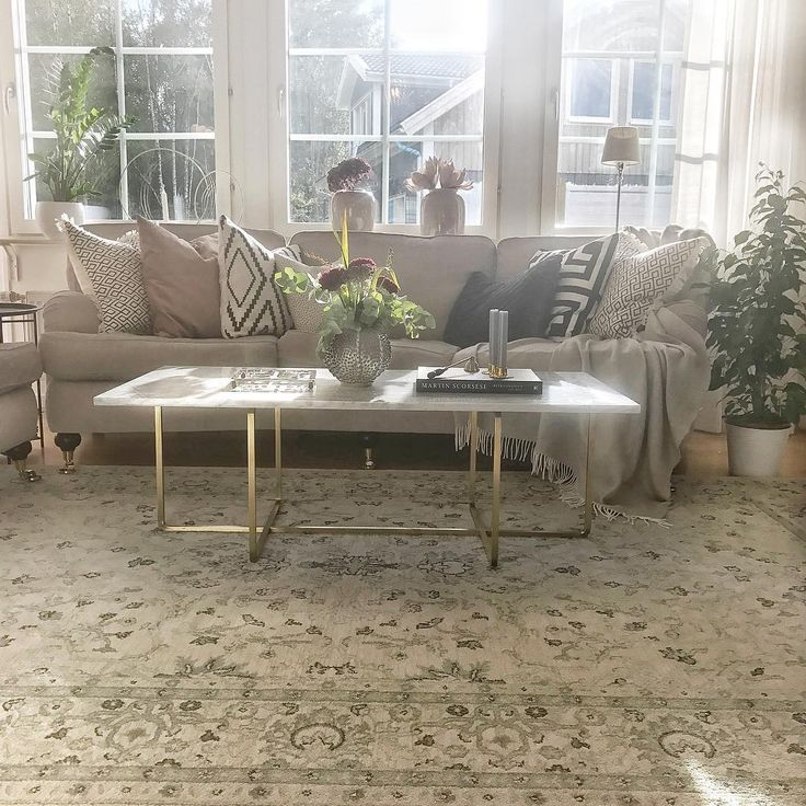 Large Ninety Coffe table with white marble top and brass frame - looks good in the sun  #Coffeetable #Marble #Top #Oxdenmarq