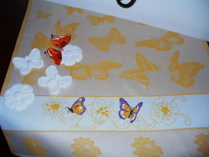 Strofinaccio con farfalle e fiori gialli - regalo per Paola