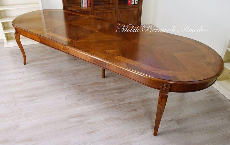 Oval extension table, walnut, inlays, 220x110 cm, fully opened 340x120 cm. Tavolo ovale allungabile, noce nazionale intarsiato.