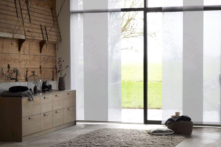 #wit #paneelgordijnen #grote #ramen #woonkamer #raamdecoratie #bece www.bece.nl