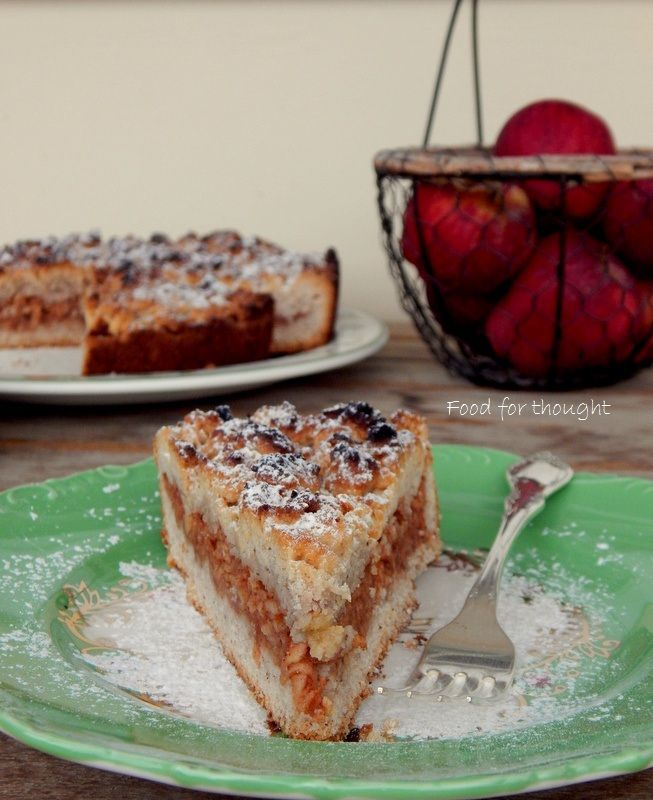 Μηλόπιτα με κράμπλ. http://laxtaristessyntages.blogspot.gr/2014/10/apple-pie-crumble.html