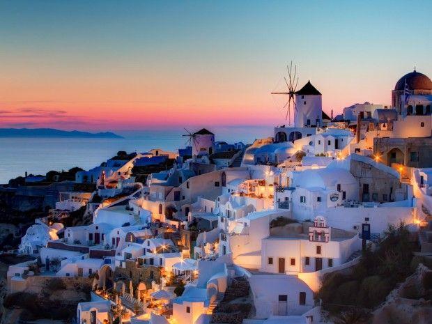 Полюбоваться закатом над Средиземным морем на Санторини, одном из самых красивых греческих островов